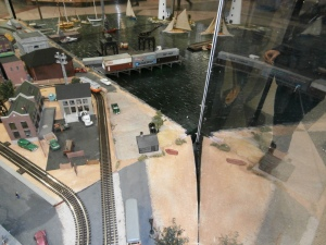 model-trains-Amtrak-S-Station