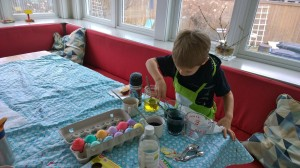 032416-dyeing-Easter-eggs