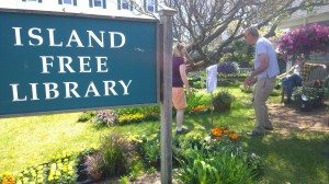 052816-plant-sale-benefiting-library
