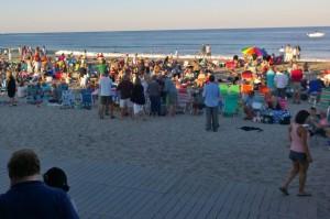 080316-crowd-at-beach-concert