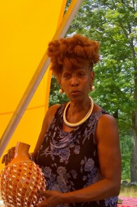 081316-Fulani-Haynes-sings-in-Old-Manse-field