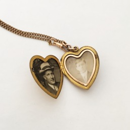 loved-ones-in-antique-locket