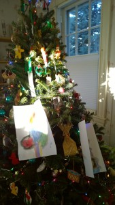 122516-painting-on-xmas-tree