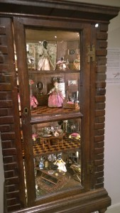 122916-dollhouse-reflects-unequal-history
