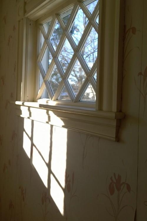 032317-sunlight-thru-lattice