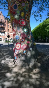 052917--crocheted-tree-Stockholm