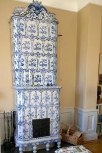 052917-Swedish-porcelain-stove