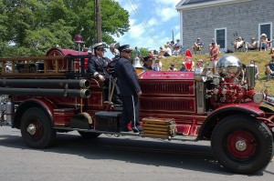 070417-2nd-old-fire-truck-at-parade