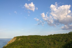 070417-clouds-over-Mohegan-Bluffs
