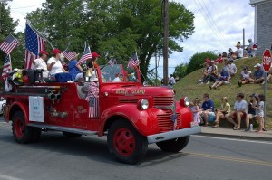 070417-old-fire-truck-at-parade
