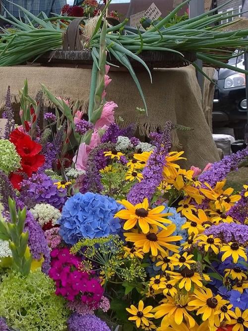 080517-Amy's-stand-BI-Farmers-Market.jpg