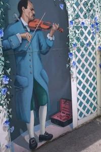 051818-violinist-mural