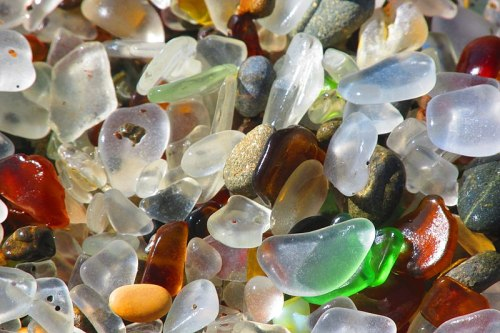 800px-sea_glass_at_glass_beach_in_california_28closeup29_-_2016