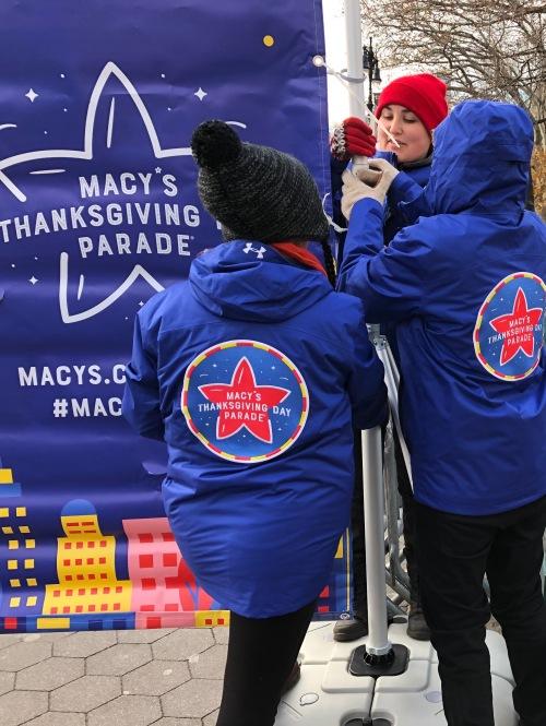 112118-.Macys-parade-prep