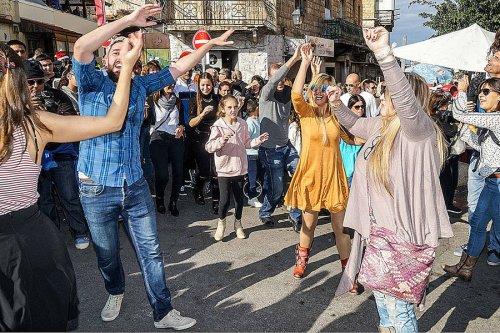 1074266_3_dancing_standard