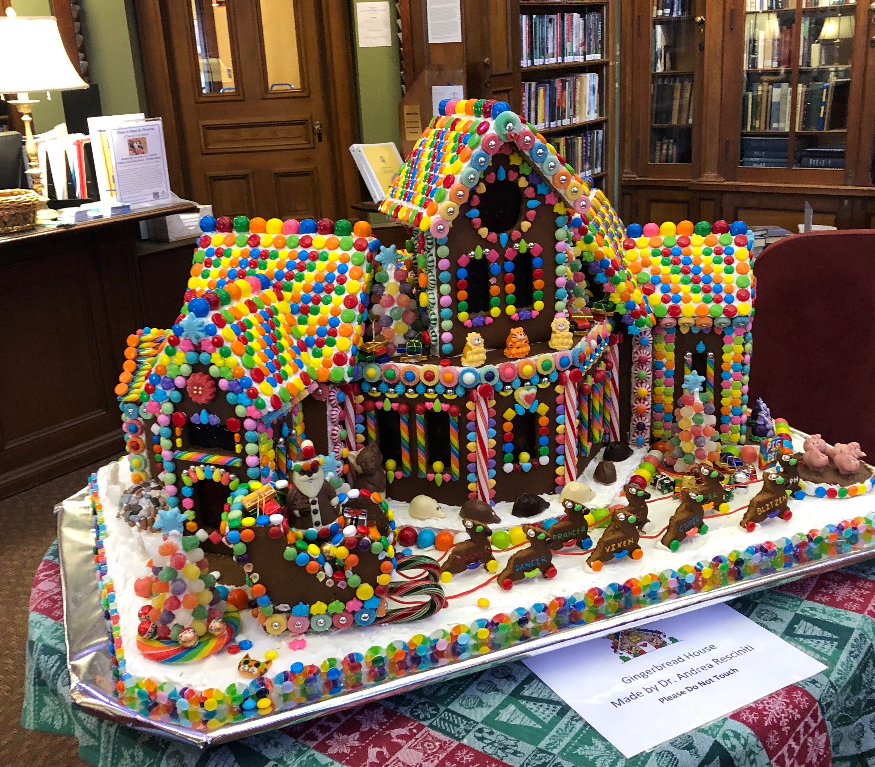 120918-gingerbread-at-the-library