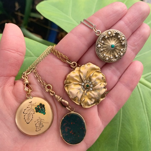 042419-Luna-and-Stella-lockets-for-Mothers