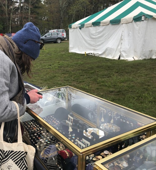 051419-hunting-lockets-in-Brimfield