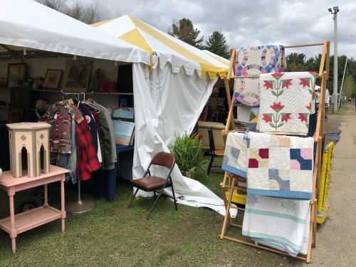 051519-Brimfield-quilts