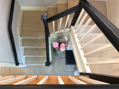 060819-.peonies-in-stairwell