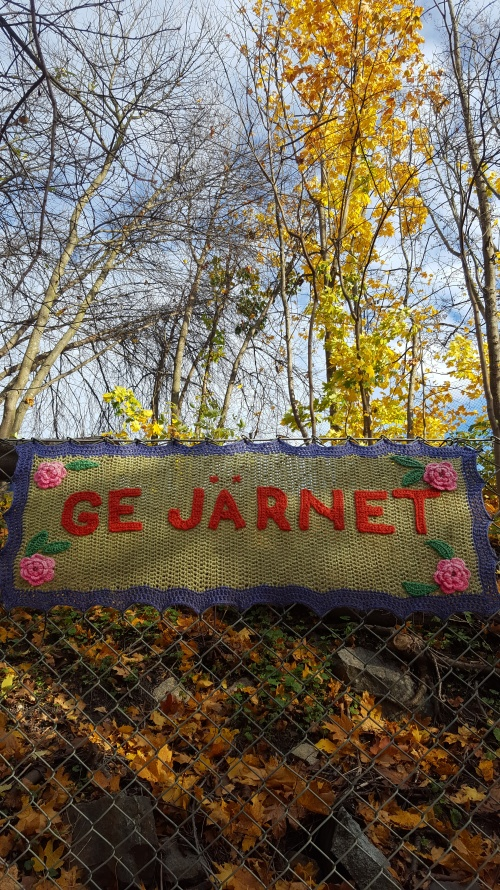 20191022-yarn-bomb-give-your-all