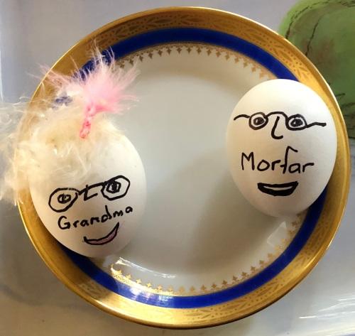 041120-Morfar-Grandma-eggs 2