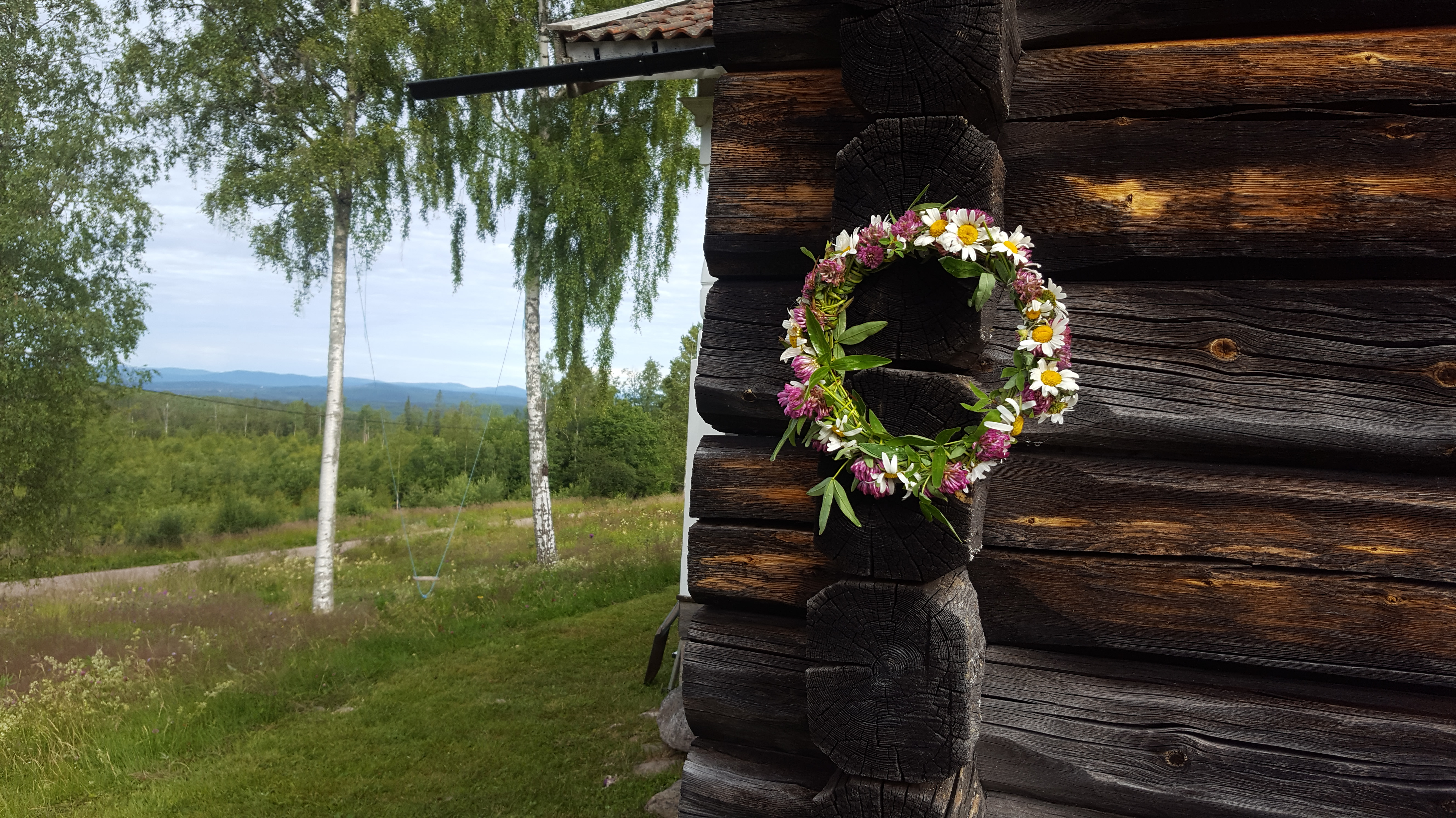 20200710-flower-wreath-Sweden
