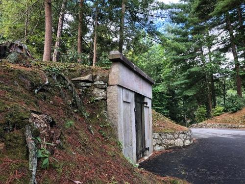 081720-crypt-at-Sleepy-Hollow